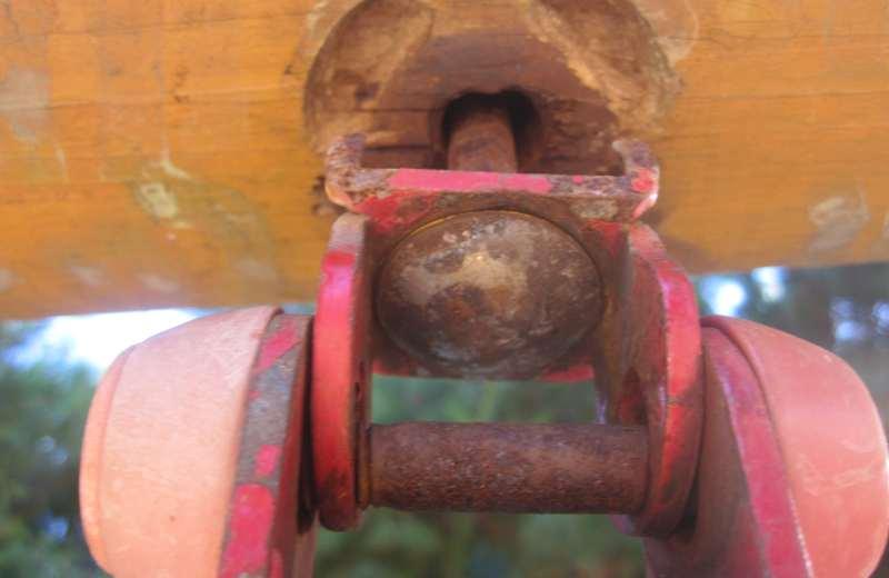 Perno basculante sul legno