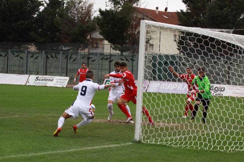 Samb-Ancona 2-2 Santoni al tiro (foto Bianchini) (17)