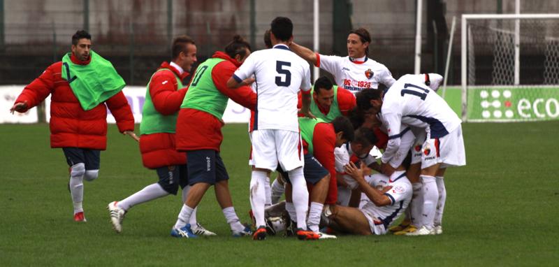 Samb-Ancona 2-2, festeggiamenti dopo il secondo gol di Napolano (foto Bianchini) (35)