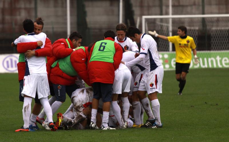 Samb-Ancona 2-2, festeggiamenti dopo gol di Napolano (foto Bianchini) (36)