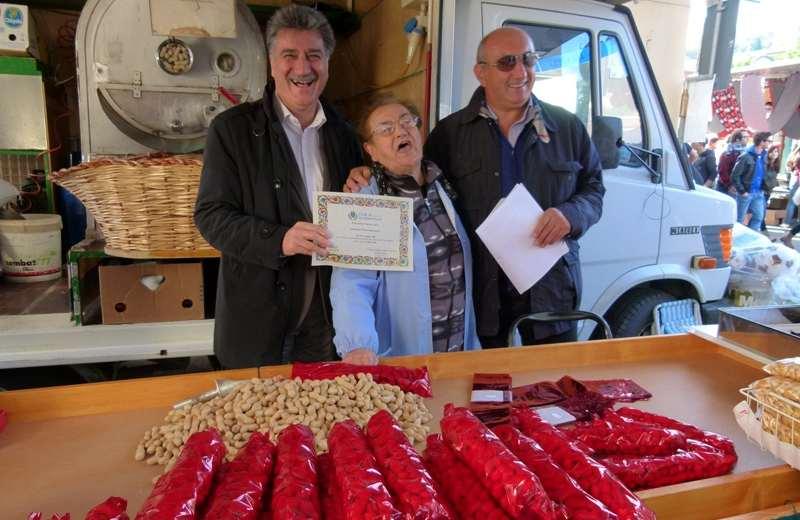 San Martino 2012: il sindaco Merli premia Luigina Oddi insieme all'assessore Carboni