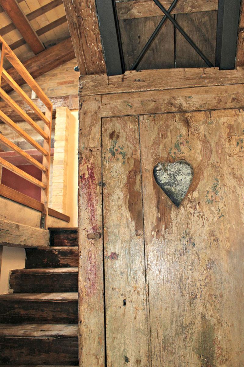 stato post restauro particolare 7 - scala di accesso al sottotetto