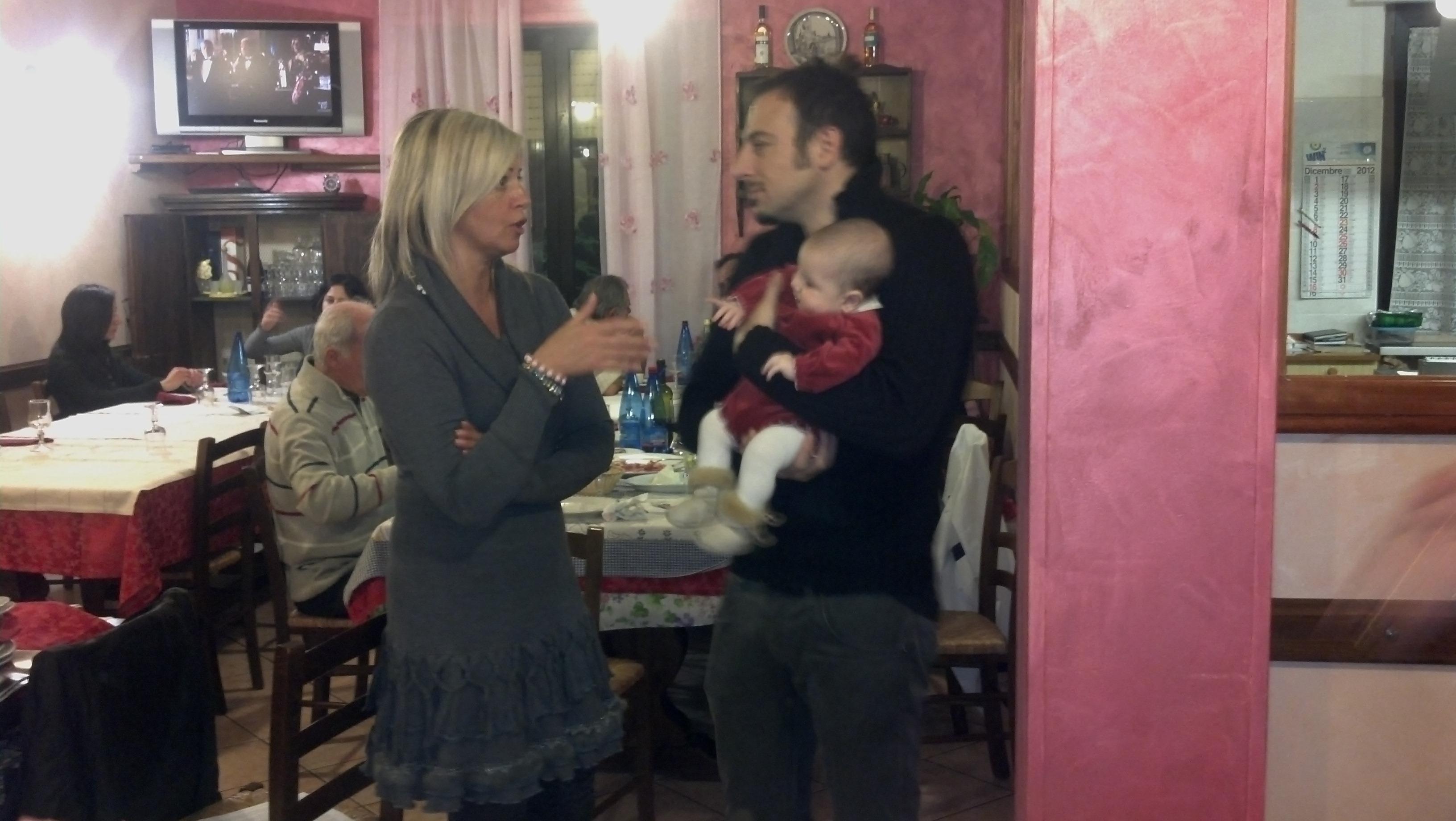 Cena di fine anno per i lettori e la redazione di Riviera Oggi da Nonna Peppa, Luigi Maria Perotti fa lo zio