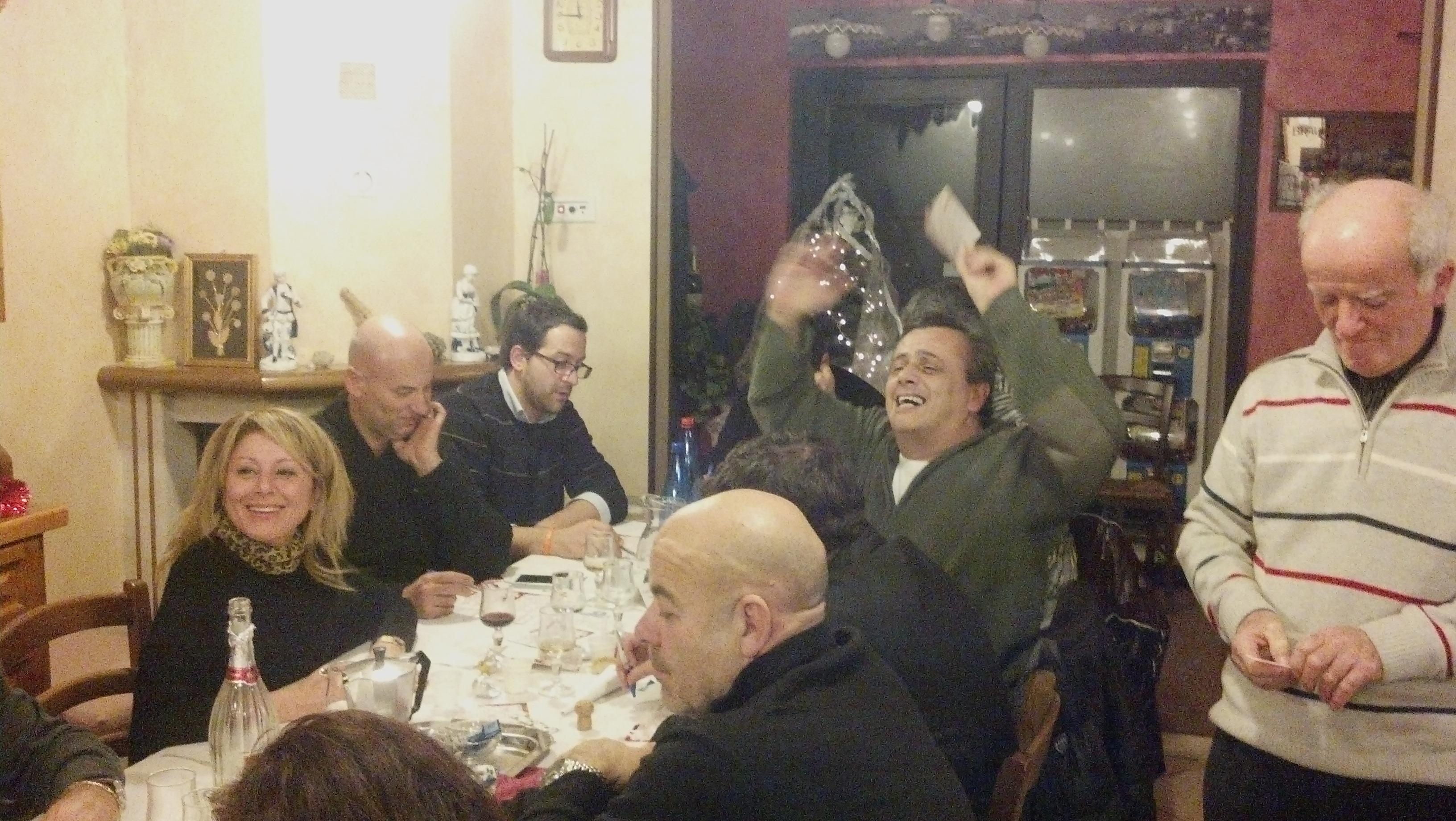 Cena di fine anno per i lettori e la redazione di Riviera Oggi da Nonna Peppa, ma quando escono sti numeri, grida Fabrizio Taffoni