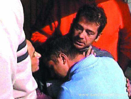 26 ottobre 2006, il superstite Nicola Guidi torna sulla terraferma dopo il naufragio del Rita Evelin