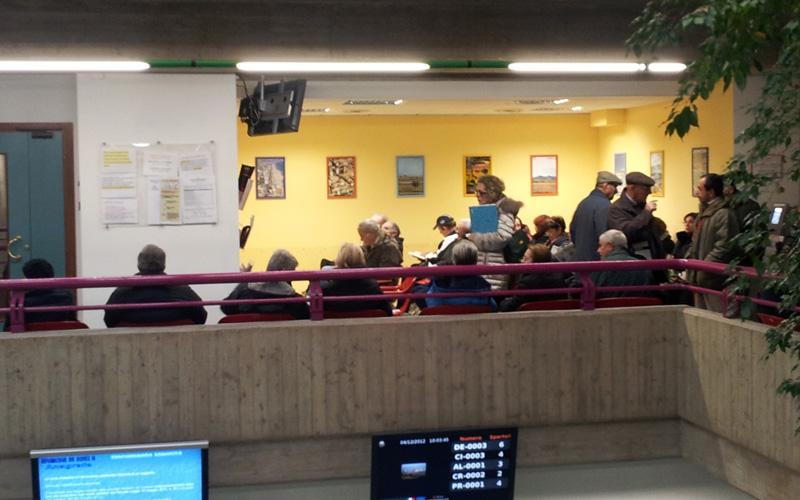 4 dicembre 2012, fila al Comune di San Benedetto per il pagamento dell'Imu 2