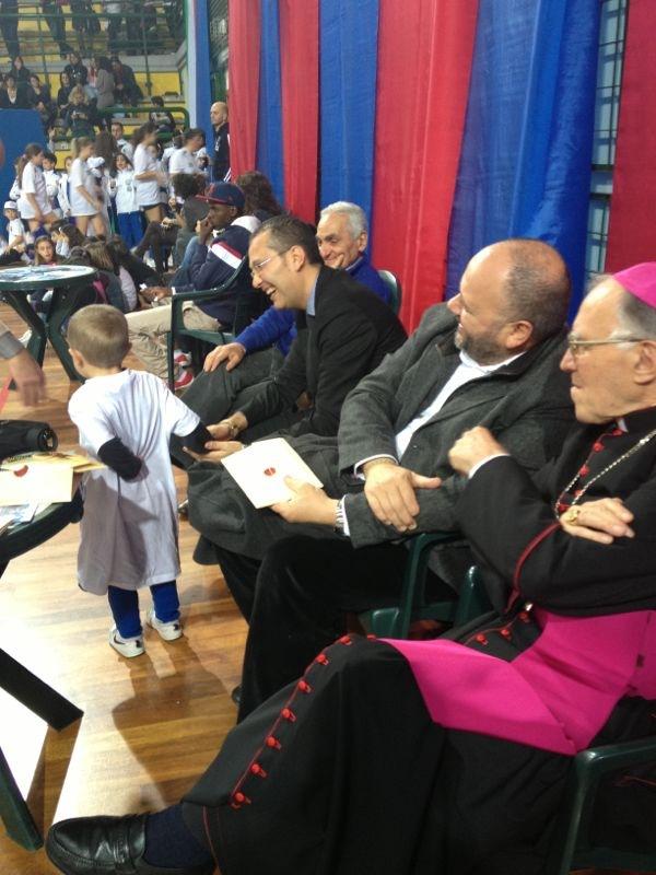 xx festa dello sport - Da destra a sinistra : l'assessore Marco Curzi, il sindaco Giovanni Gaspari, Mons. Gervasio Gestori ( fonte: polisportivagagliarda.blogspot.it )