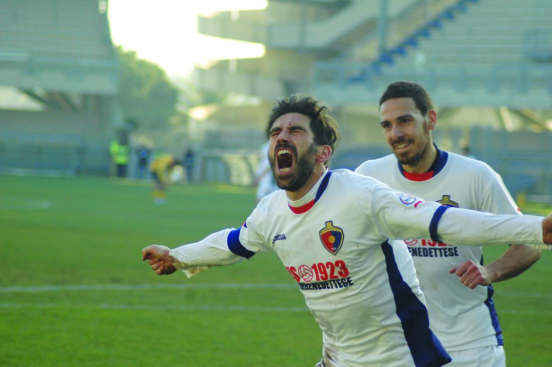 La gioia espolsiva di Pazzi dopo il primo gol alla Recanatese (giammusso)