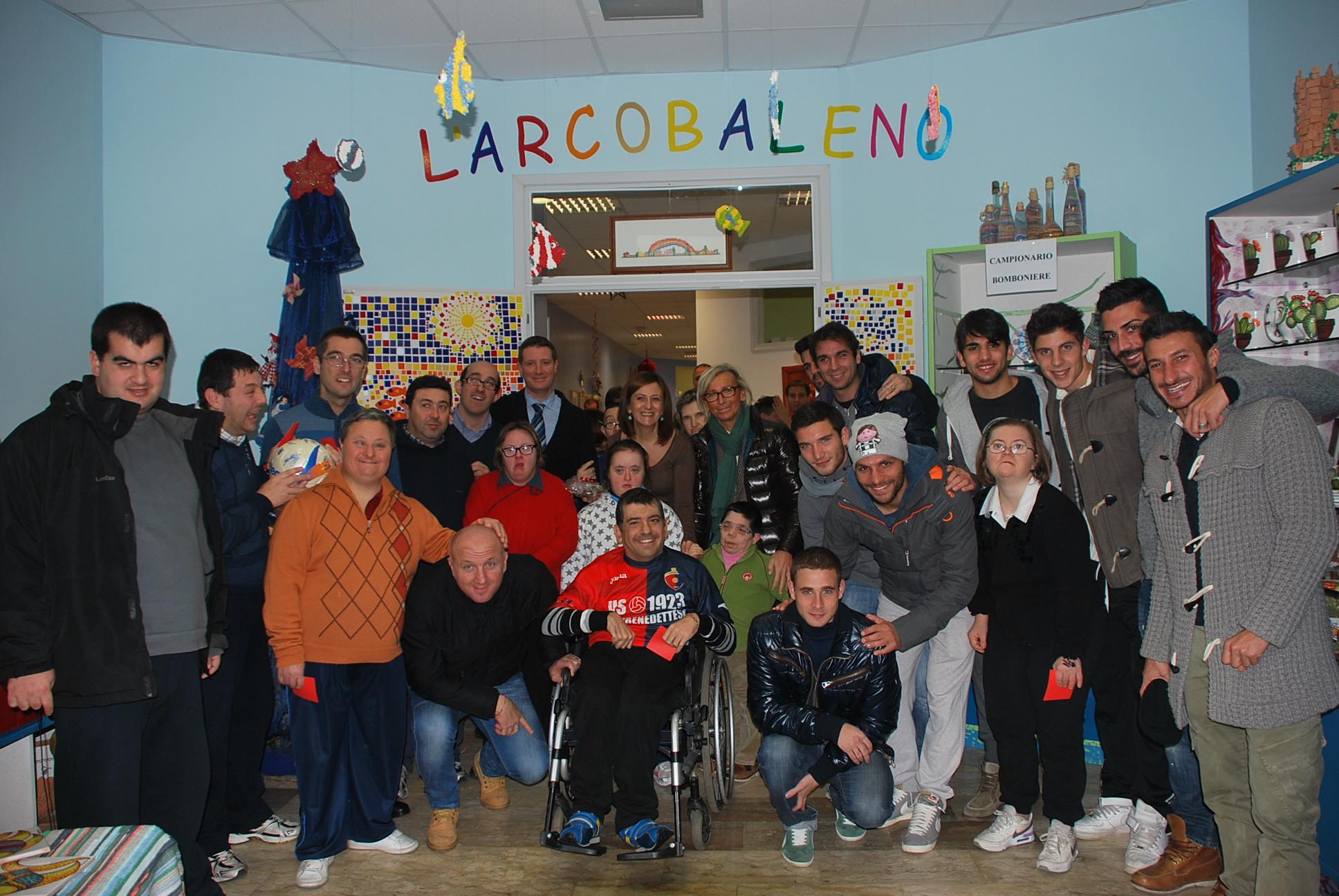 I giocatori della Samb con mister Palladini al centro Arcobaleno