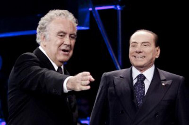 Santoro e Berlusconi durante lo show di ieri sera