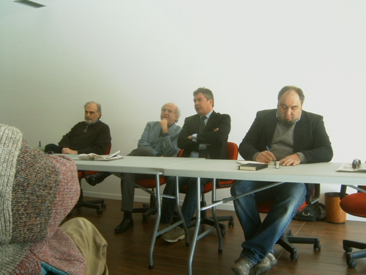 Un momento della conferenza stampa, da sinistra a destra: Nazzareno Pompei ( segretario dell'associazione), Aristide Corrazzi ( consigliere dell'Associazione ), Leo Bollettini ( presidente ), Fabrizio Gentili ( consigliere dell'associazione )