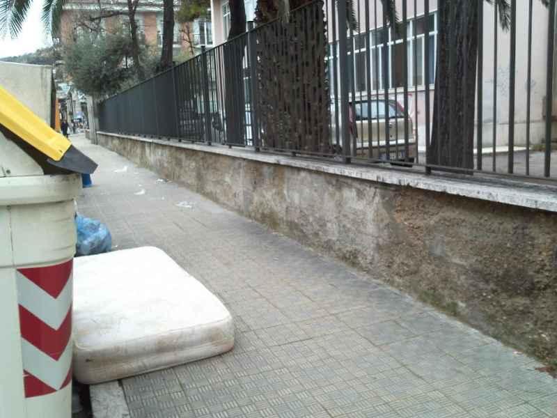 Immondizia in via Luciani e via Voltattorni 2