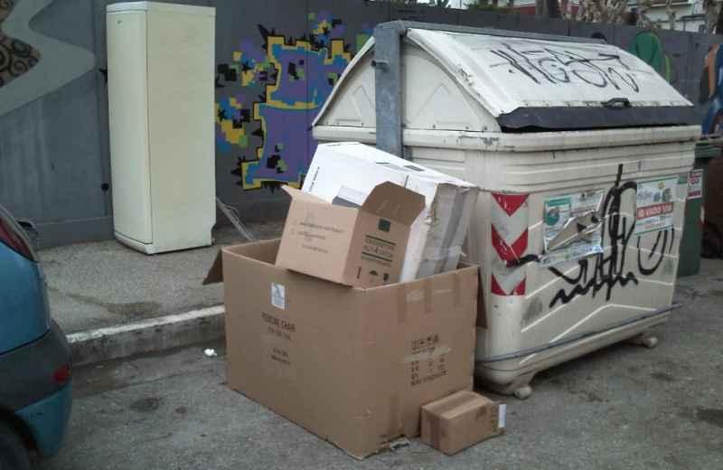 Immondizia in via Luciani e via Voltattorni 7