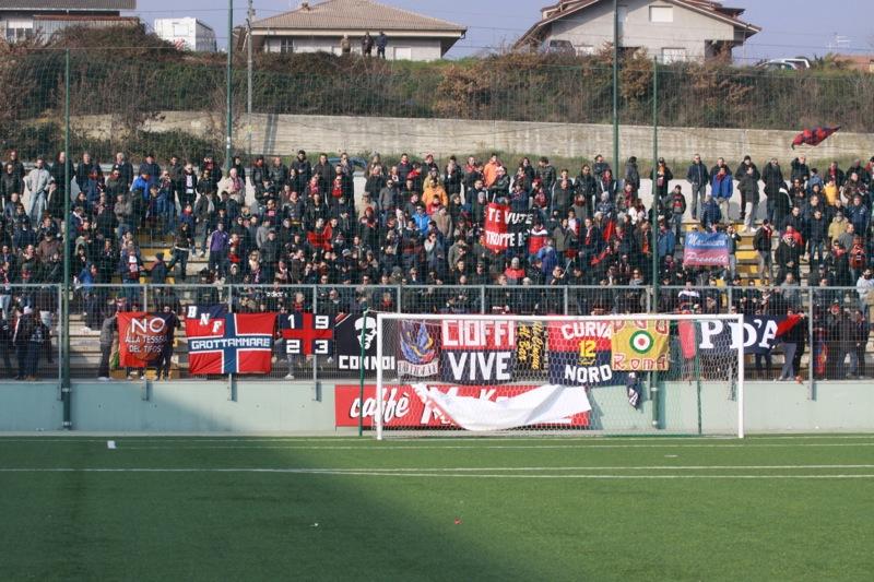 Amiternina-Samb, settore rossoblu(foto Bianchini)