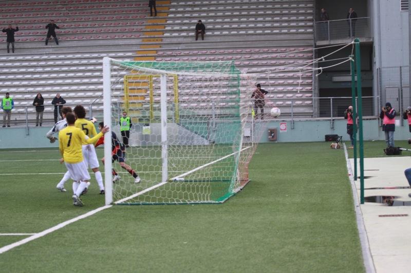 Amiternina-Samb, palla nel sacco. 1-2 Samb (foto Bianchini)