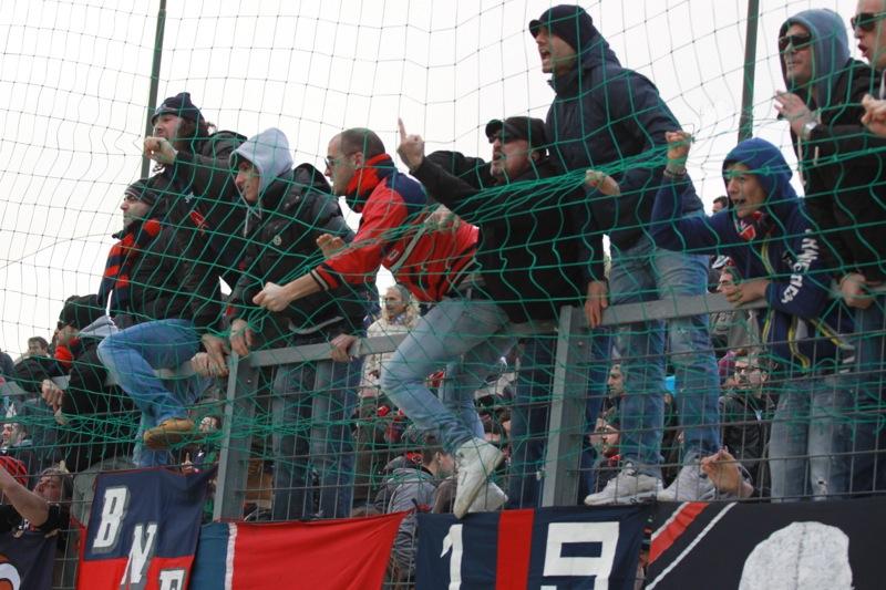 Amiternina-Samb, tifosi rossoblu in festa (foto Bianchini)
