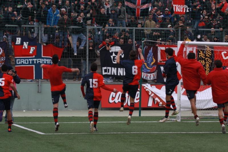 Amiternina-Samb, esultanza a fine gara (foto Bianchini)