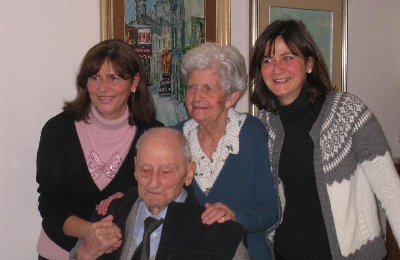 Giuseppe Di Saverio con la moglie e le figlie
