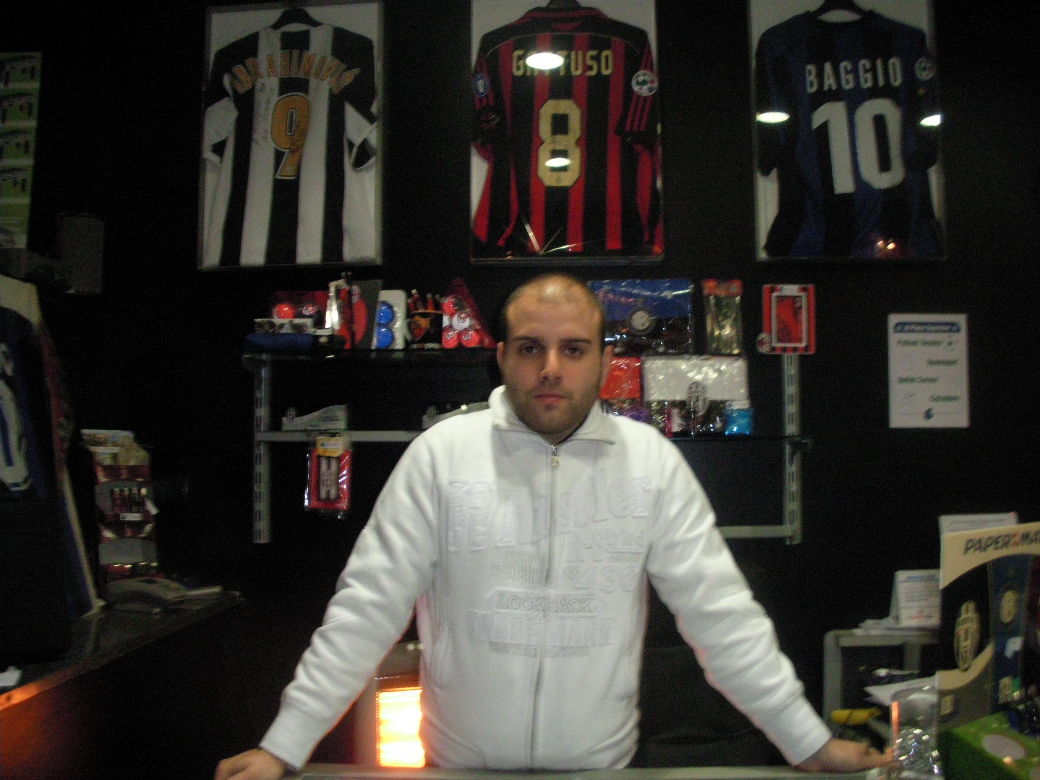 L'interno del negozio FootballTeam