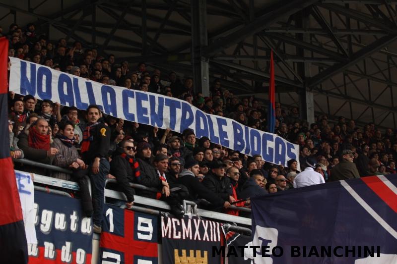 Samb-San Cesareo 3-3 (foto Bianchini) tifosi contro biogas
