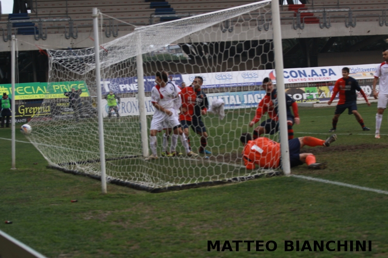 Samb-San Cesareo 3-3 (foto Bianchini) gol di Marini