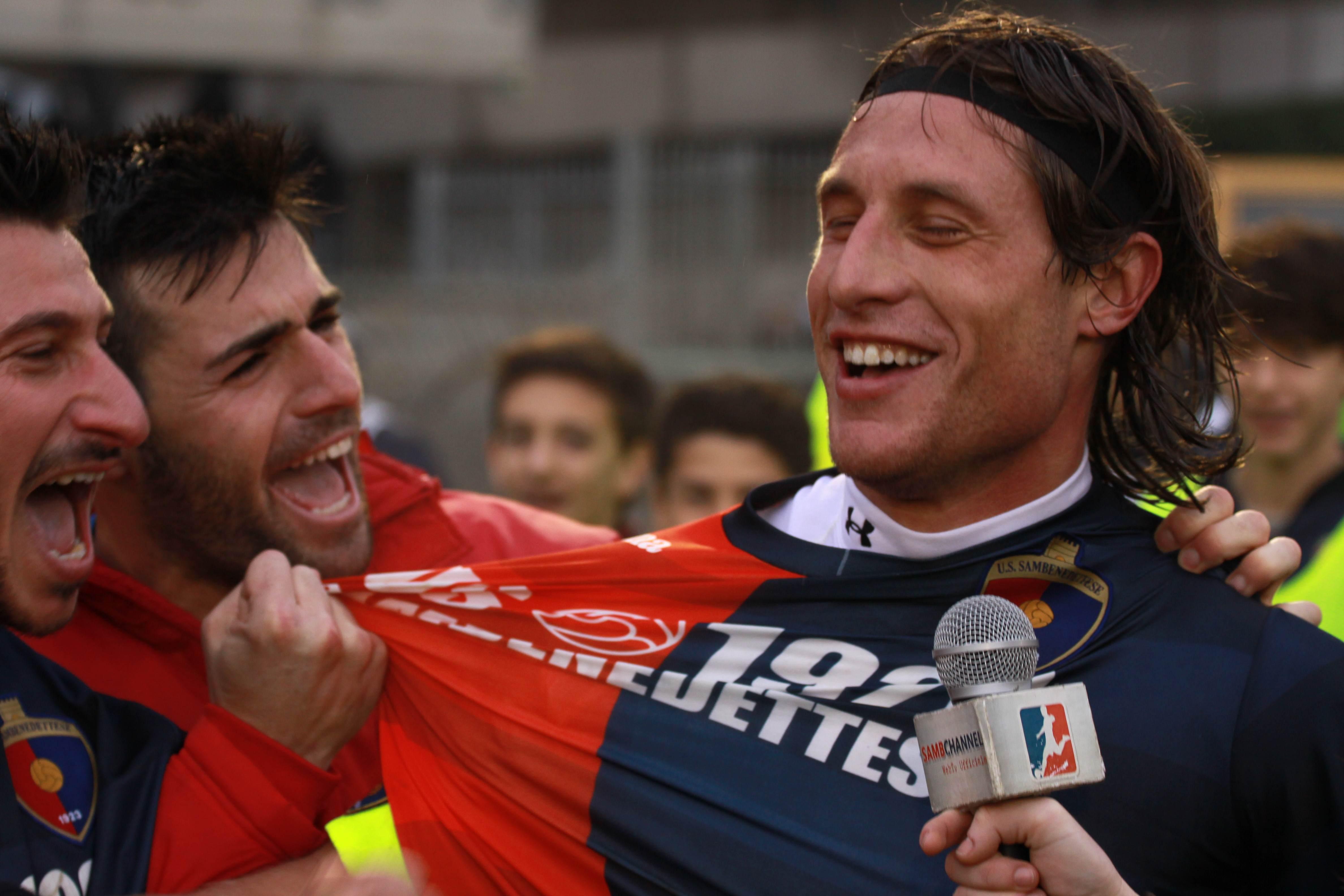 Samb-San Cesareo foto Bianchini Forgione e Shiba abbracciano Marini dopo il gol del 3-3