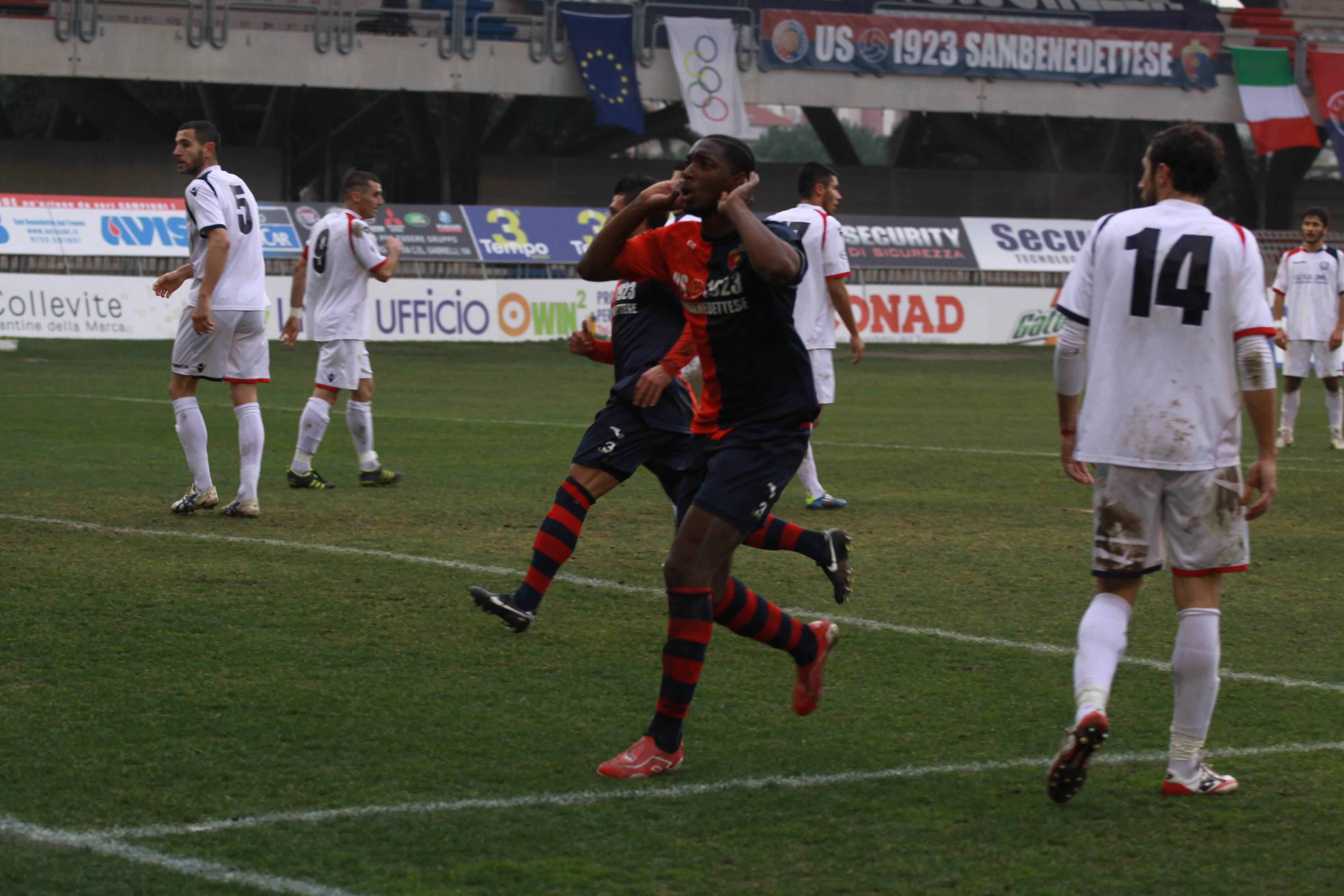 Samb-San Cesareo, l'esultanza di Djibo dopo il gol (bianchini)
