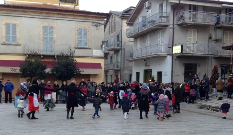 befana cupra marittima in piazza