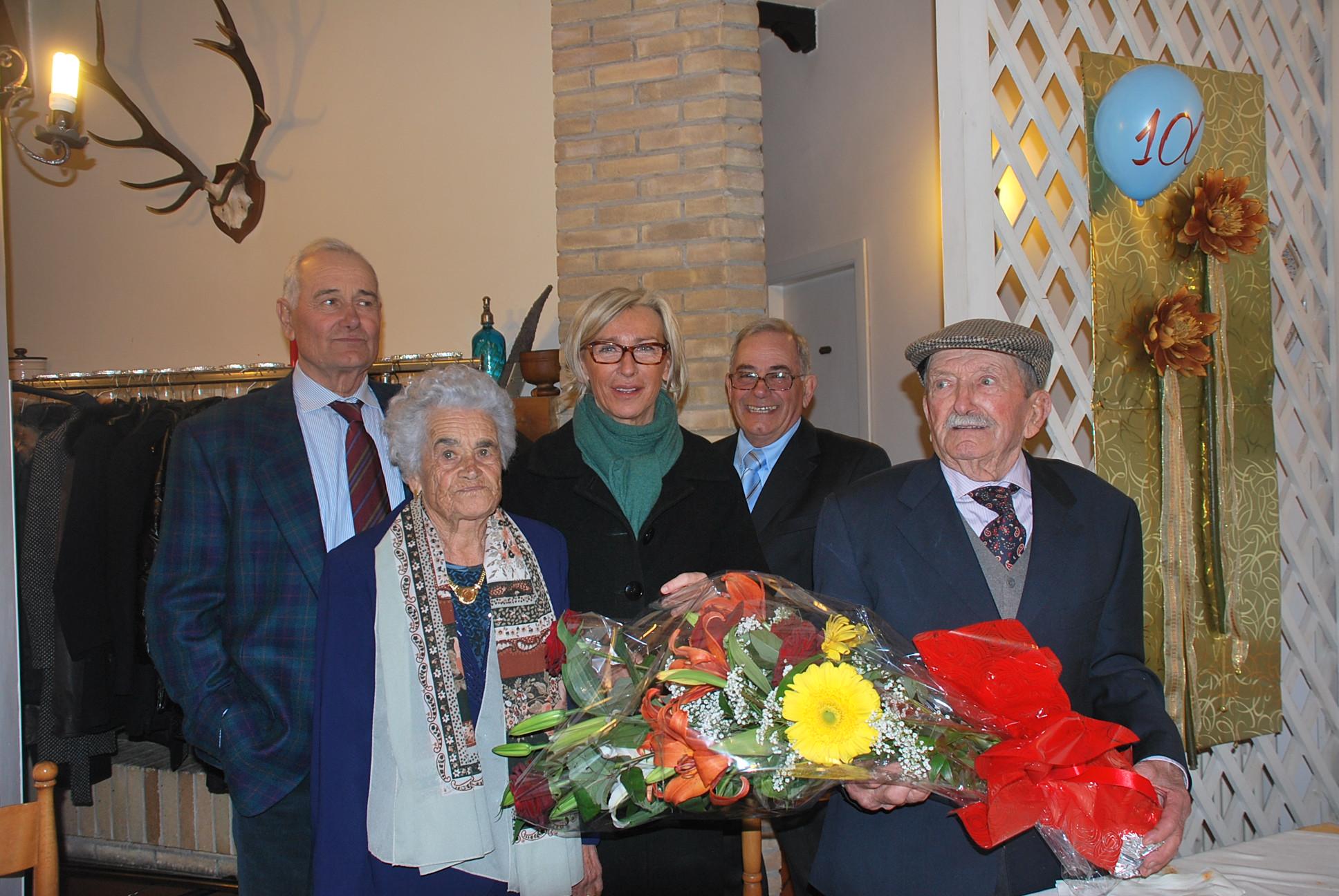 Federico Piunti con la moglie, i figli e l'assessore Sorge