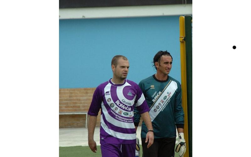 Il match winner Troiani e il portiere viola Castorani