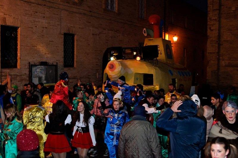 Carro in piazza Carnevale Montefiore 2013