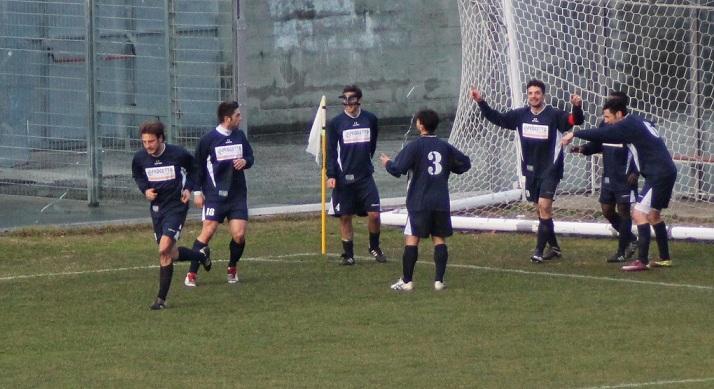 Esultanza Grottammare dopo il gol di Capitan Ludovisi (11° centro stagionale) a Fermo