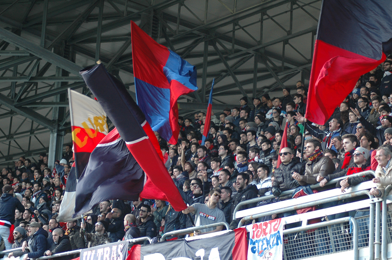 Samb-Maceratese 2-2, foto Giammusso, bandiere rossoblu