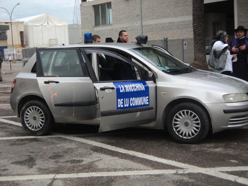 Una particolare auto comunale al Carnevale sambenedettese 2013