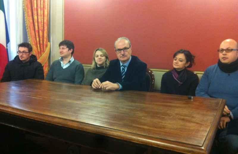 Il sindaco di Ripatransone Remo Bruni con assessori e  consiglieri di maggioranza