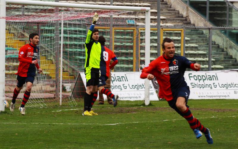 Ancona-Samb, Ianni festeggia il gol del pareggio (bianchini)