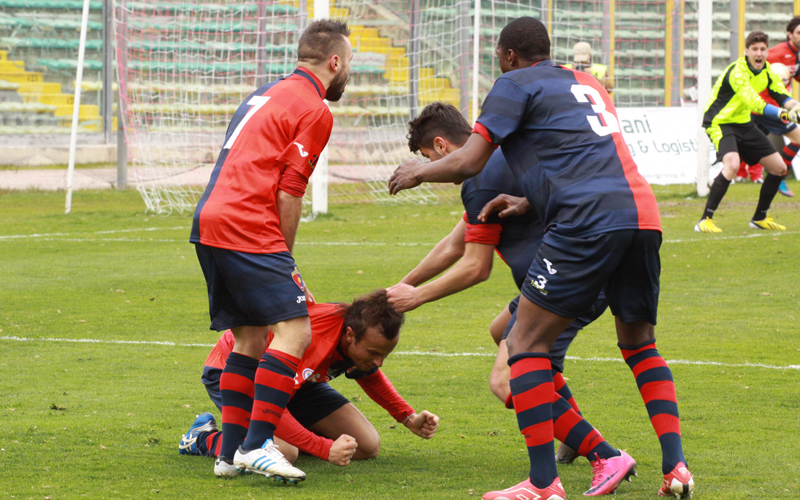Ancona-Samb, Napolano, Djibo e Akrapovic festeggiano e tirano i capelli a Ianni (bianchini)