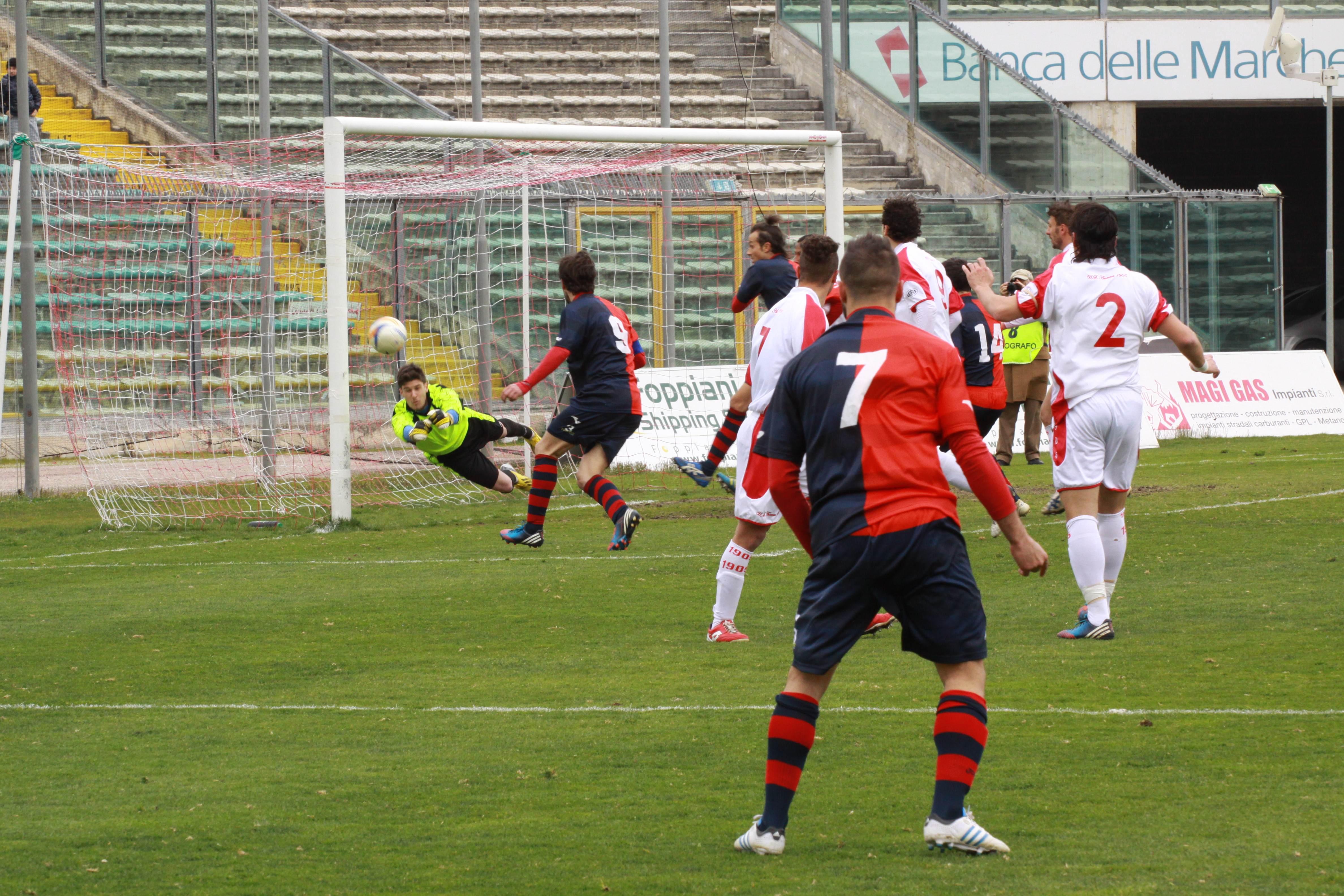 Ancona-Samb, punizione di Napolano (bianchini)