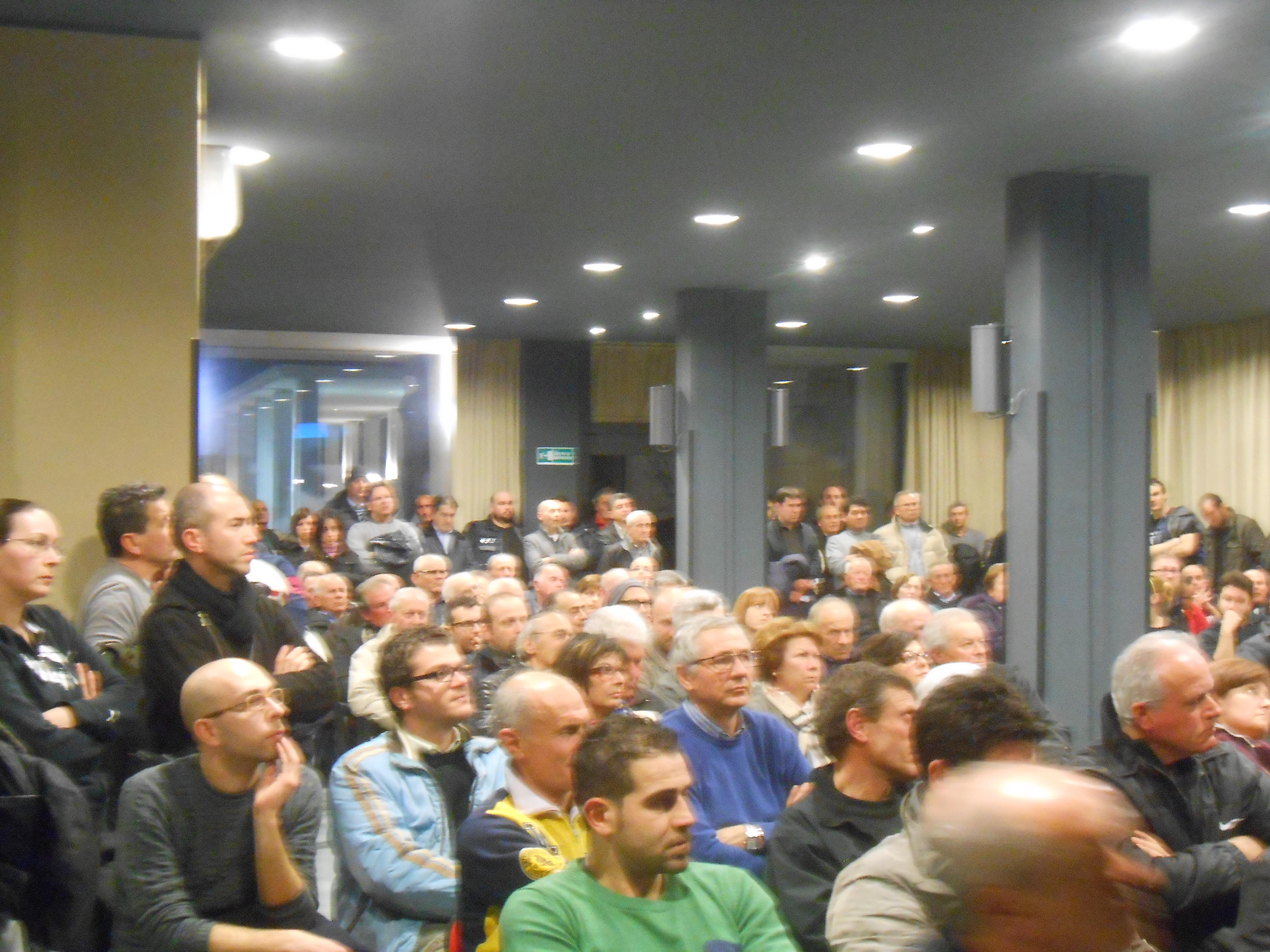 L'assemblea per costituire il comitato no-centrale