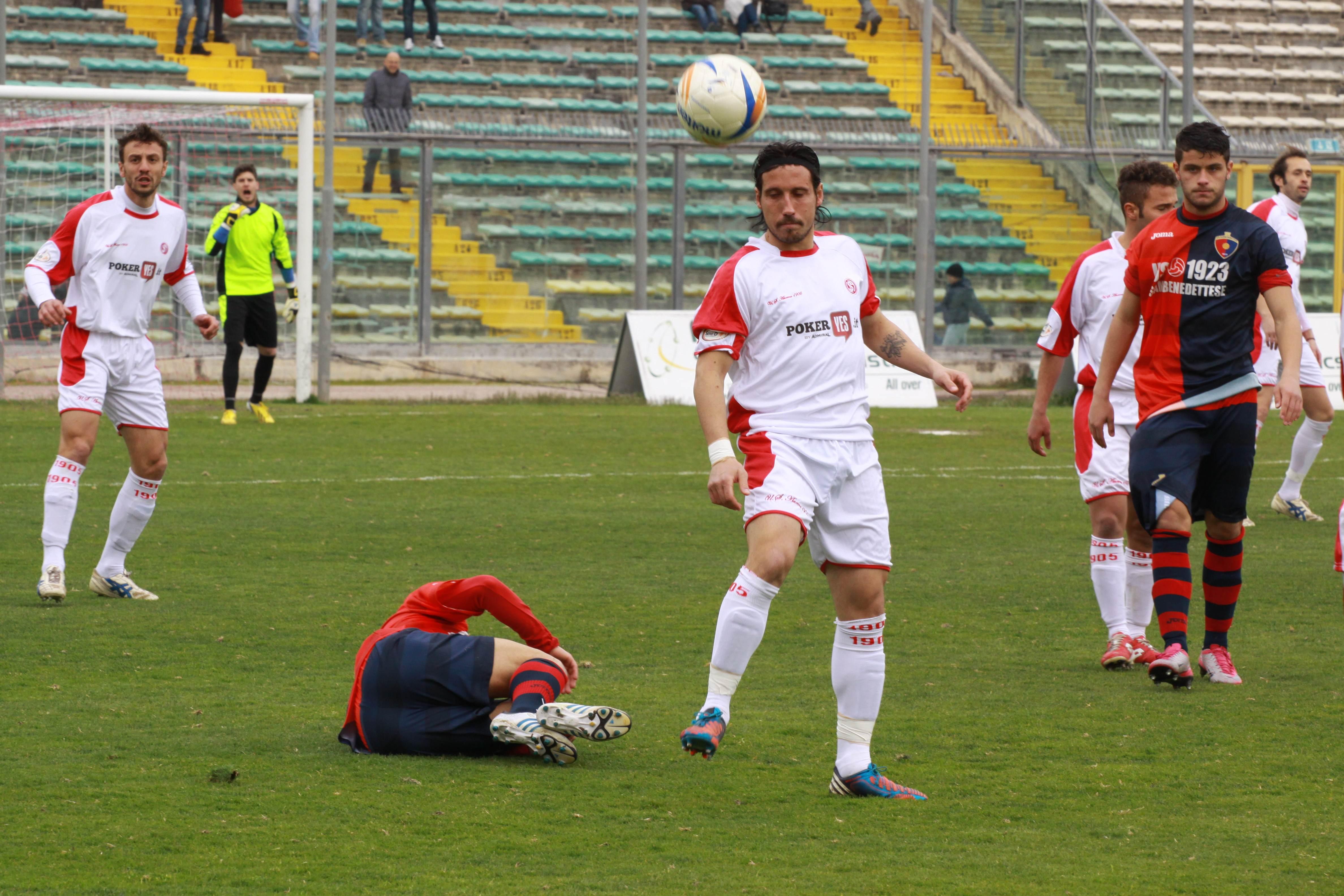 Falli a ripetizione su Napolano, Samb-Ancona (Bianchini)