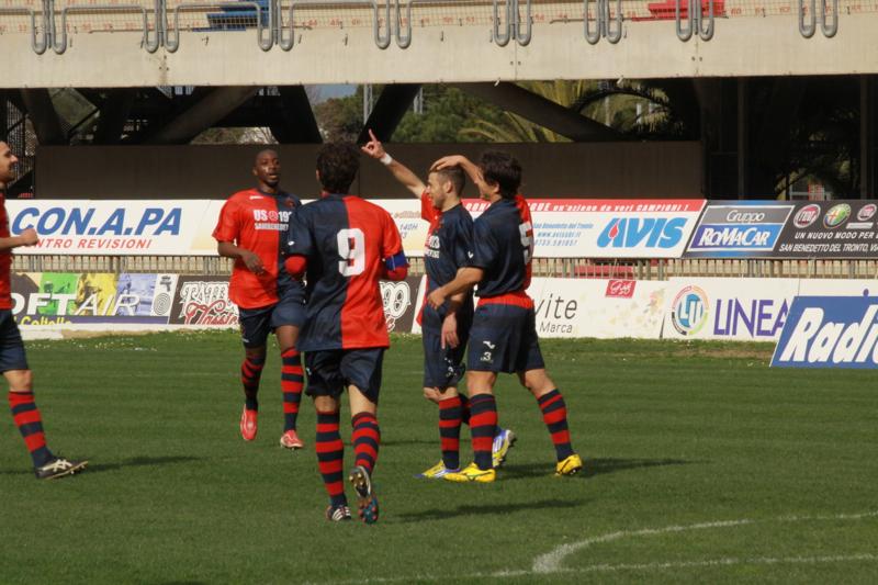 Samb-Celano (3-0), Forgione esulta dopo il gol. Foto Bianchini
