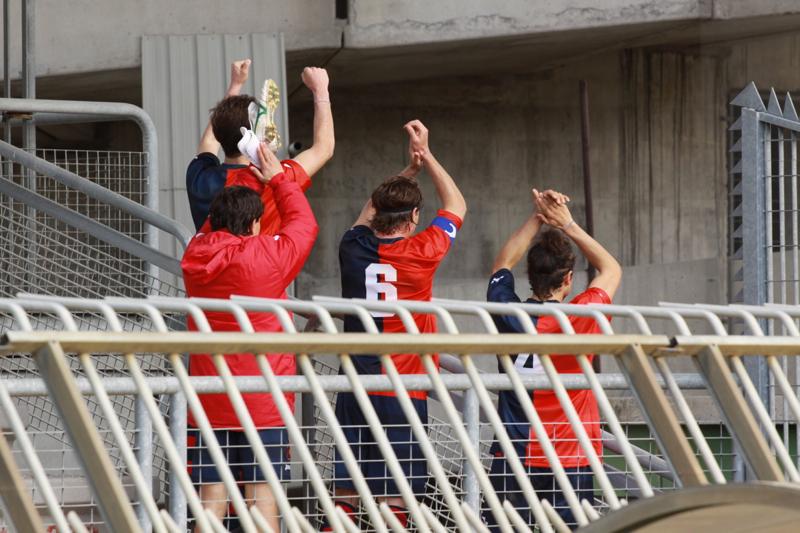 Samb-Celano (3-0), la squadra va a salutare i tifosi presenti all'esterno del Riviera a fine gara. Foto Bianchini