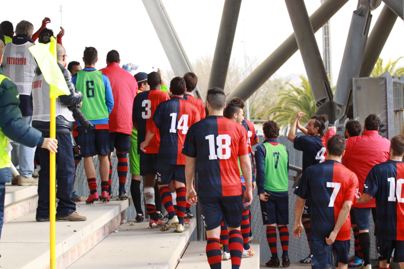 Samb-Celano (3-0), l'inusuale saluto ai tifosi dalle gradinate. Foto Bianchini