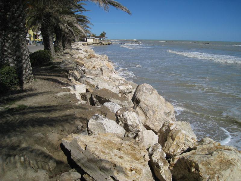 Erosione, a Martinsicuro centro la spiaggia non c'è più