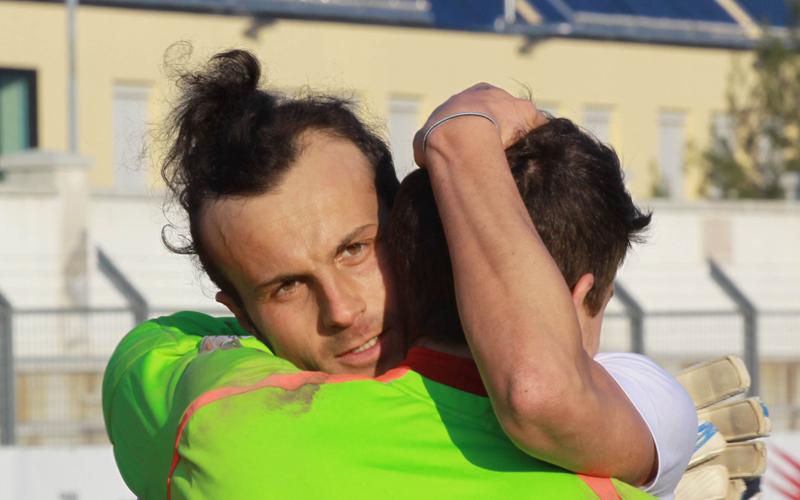 Jesina-Samb 1-2, foto Bianchini, Ianni abbraccia Barbetta