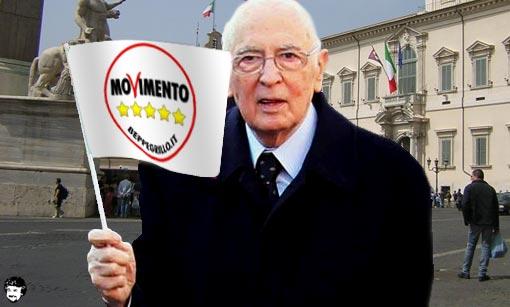 Napolitano con la bandiera del M5S, fotomontaggio dal sito di Beppe Grillo