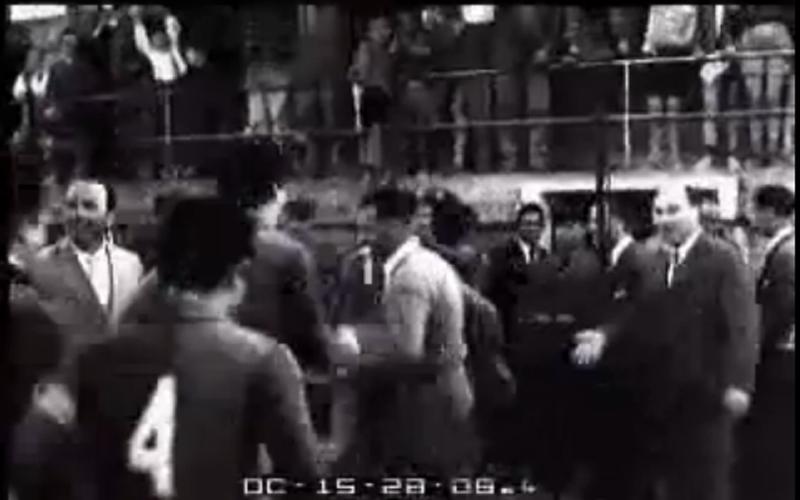 Samb-Lecco 3-2, 13 maggio 1956, il presidente Domenico Roncarolo, sulla destra, saluta i giocatori che festeggiano la promozione in Serie B