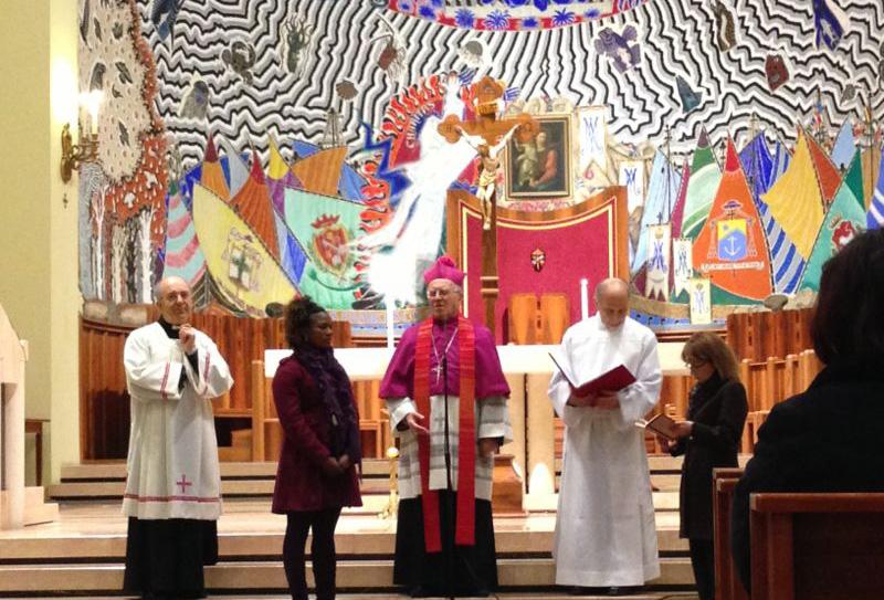 Il vescovo con Johan Jbrahim che ha battezzato e cresimato durante la veglia di Pasqua. Johan si sposerà domenica prossima con Tony Anibueze
