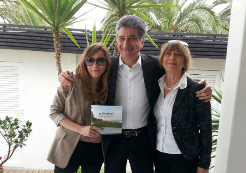 Il sindaco Luigi Merli con sua figlia e sua moglie