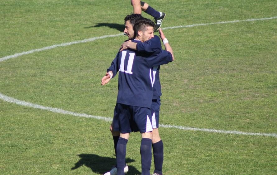 Abbraccio Schicchi-Petrucci dopo il gol primo